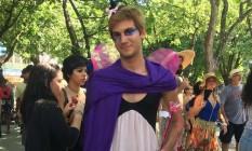 O estudante Lucas Pacobahyba se vestiu de mulher Foto: O Globo