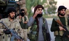 Cortes em um dos motes da propaganda extremista, o salário dos combatentes, tem aflorado o número de deserções do Estado Islâmico Foto: REUTERS TV / REUTERS
