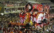 Muita cor na alegoria do Salgueiro Foto: Hermes de Paula / O Globo