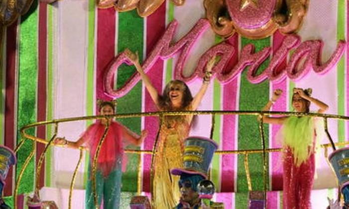 A cantora Maria Bethânia no desfile em sua homenagem da Mangueira Foto: Guilherme Pinto / Agência O Globo