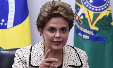 A presidente Dilma Rousseff participa da reunião com representantes do Conselho Nacional de Igrejas Cristãs do Brasil Foto: Jorge William / Agência O Globo