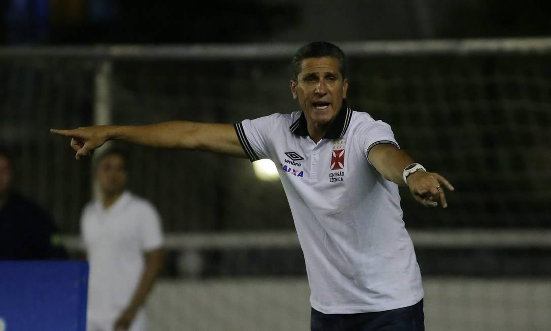 Jorginho orienta o Vasco na partida em São Januário Rafael Moraes