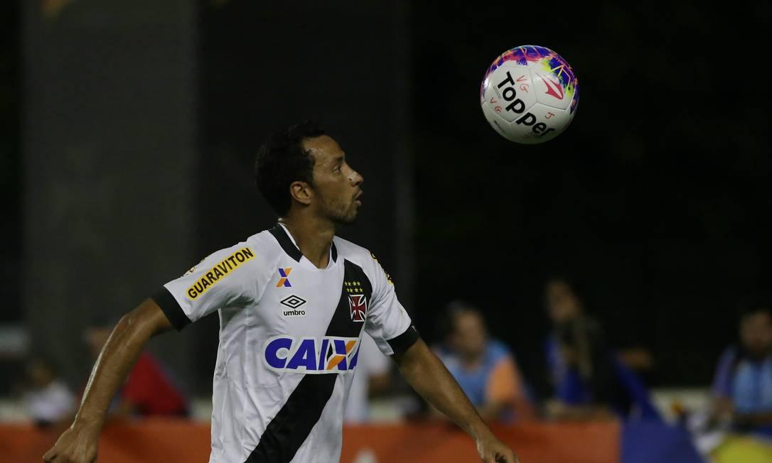 Nenê domina a bola em São Januário Rafael Moraes