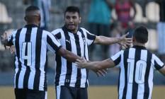 Gervasio abre os braços para comemorar o gol da vitória do Botafogo sobre o Macaé Foto: Vitor Silva/SSPress/Botafogo