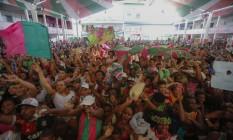Torcedores da Mangueira comemoram o título que não vinha há 14 anos, encerrando o maior jejum da história da verde e rosa em um disputado carnaval Foto: Alexandre Cassiano