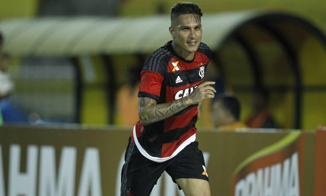 Guerrero corre para comemorar o primeiro gol do Flamengo Divulgação