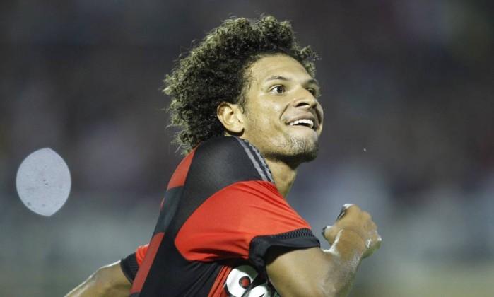 A alegria de Arão ao marcar um de seus dois gols Foto: Divulgação