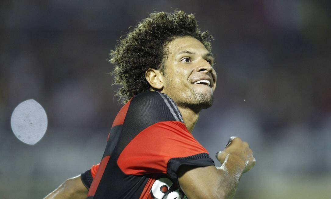 A alegria de Arão ao marcar um de seus dois gols Divulgação