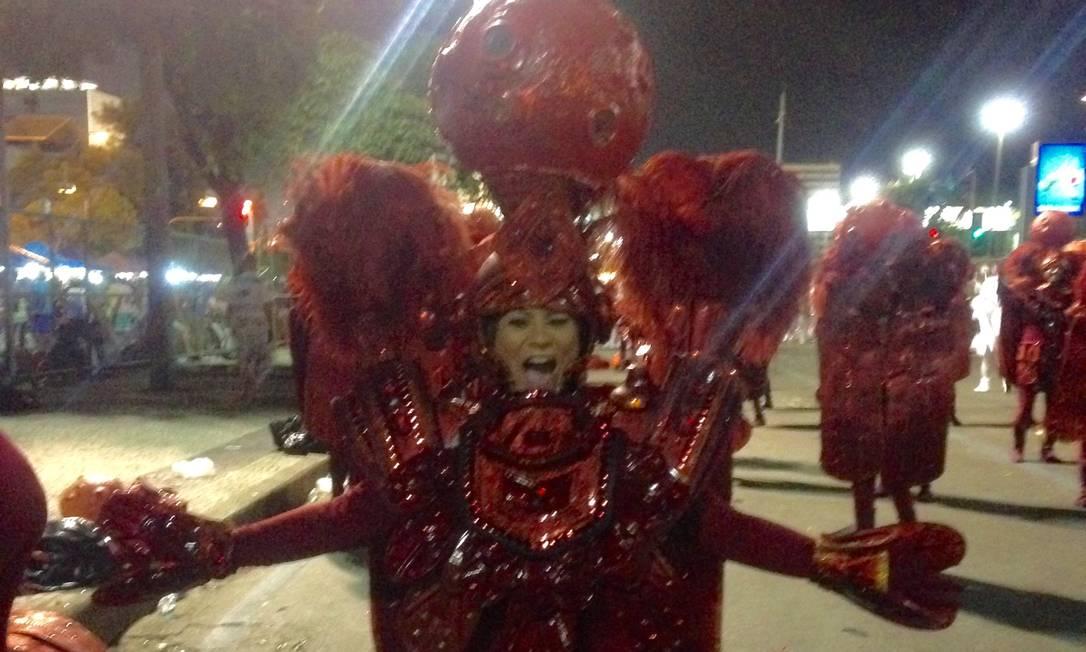 """Mirella Carvalho era só alegria na concentração. """"No meu Carnaval, não pode faltar amor ao samba"""" Divulgação"""