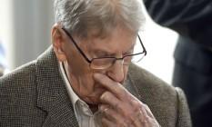 Reinhold Hanning espera pelo início do julgamento em Detmold, na Alemanha Foto: POOL / REUTERS