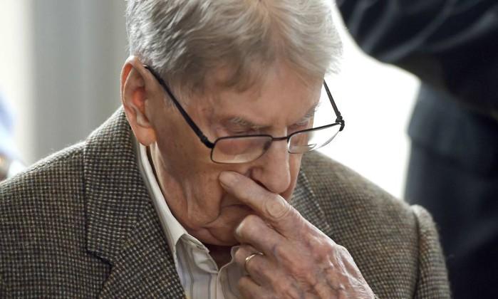 Morreu ex-SS Oskar Gröning, o 'contador de Auschwitz', diz imprensa