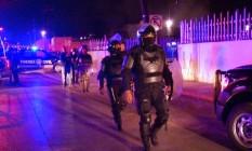 Polícia mexicana cercou prisão Topo Chico depois que motim resultou na morte de ao menos 30 pessoas Foto: Francisco Cobos / AFP