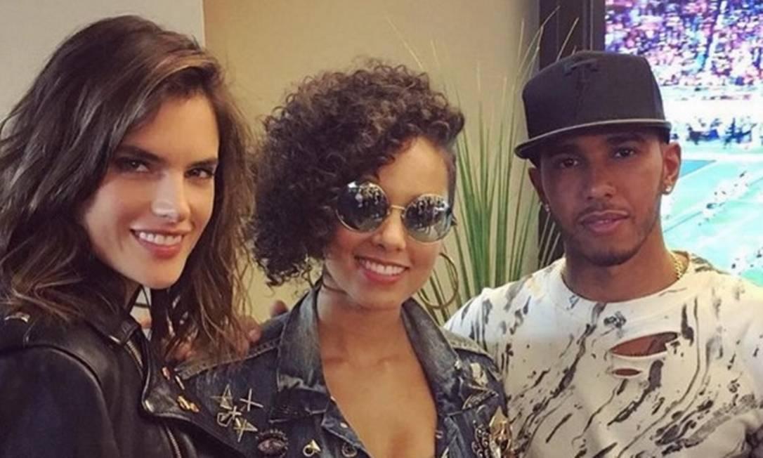 Hamilton também fez foto com a gaúcha Alessandra Ambrósio e com a cantora americana Alicia Keys Reprodução/ Instagram