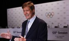 O diretor médico do COI, Richard Budgett, em julho de 2015: possibilidade de adiar ou cancelar os Jogos Olímpicos nunca foi considerada Foto: Vincent Thian / AP / 30-7-2015