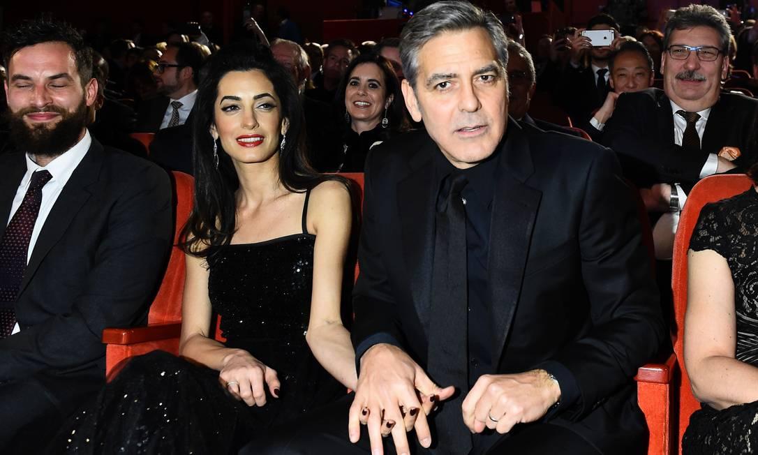 """George Clooney e Amal Alamuddin na exibição do filme """"Hail, Caesar!"""" TOBIAS SCHWARZ / AFP"""
