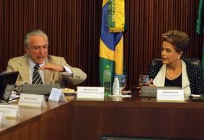 Dilma Rousseff e Michel Temer em reunião no início de fevereiro: vice apresenta defesa ao TSE Foto: Givaldo Barbosa / Agência O Globo / 1-2-2016