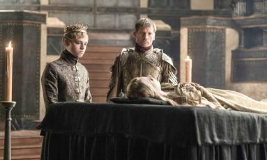Dean-Charles Chapman, o rei Tommen Baratheon, Nikolaj Coster-Waldau, como Jaime Lannister e Nell Tiger Free, Myrcella Baratheon Foto: HBO