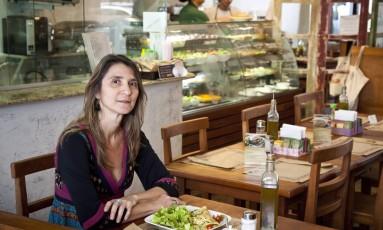 A empresária Ana Vasconcelos, dona do restaurante BioCarioca, em Copacabana Foto: Mônica Imbuzeiro / Agência O Globo