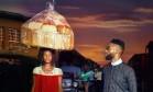 Após foto equilibrando enorme saco com pães, nigeriana vira modelo Foto: Reprodução/Instagram