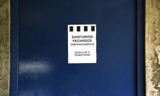 Sanitários das estações do Metrô da Linha 1 -Azul fechados Foto: Edilson Dantas / Agencia O Globo