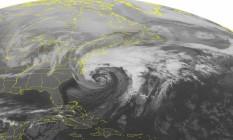Imagem de satélite da segunda-feira mostra a onda de frio a caminho do Centro e do Leste dos Estados Unidos Foto: AP