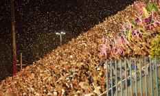 Público vibra com desfile da Mangueira no Sambódromo Foto: Fernando Grilli / Divulgação - Riotur