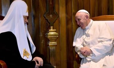 Patriarca russo e Papa Francisco se reúnem em encontro histórico em Havana Foto: GABRIEL BOUYS / AFP