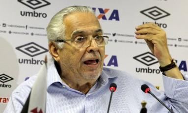 Eurico Miranda gesticula na coletiva desta sexta Foto: Divulgação