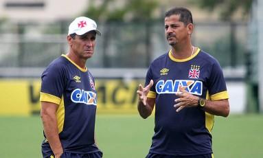 O técnico Jorginho e o auxiliar Valdir durante treino em São Januário Foto: Divulgação