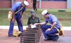Fuzileiros Navais fazem treinamento para combater o mosquito Aedes aegypti Foto: Jorge William / Agência O Globo / 29-1-2016