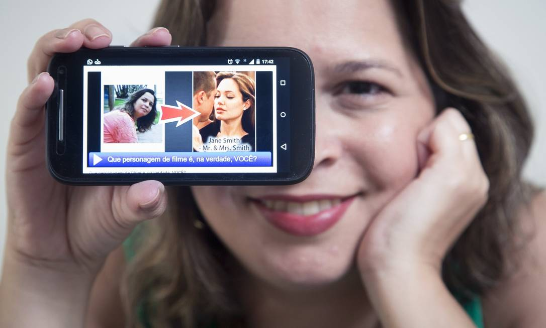 A engenheira Glaucia Cabral se diverte com testes de Facebook, como o que apontou semelhanças entre ela e a atriz Angelina Jolie Foto: Leo Martins /