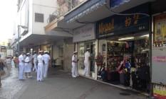 Militares da Marinha fazem campanha contra a Zika no Méier Foto: Simone Candida / O Globo