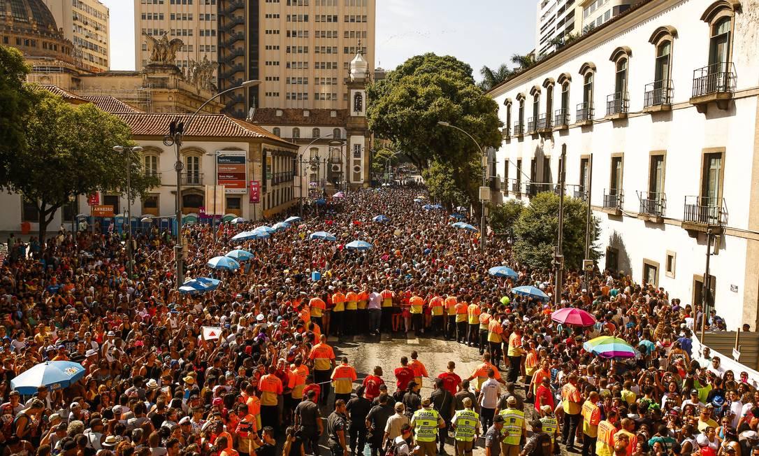Multidão domina o Centro da Cidade para acompanhar o Bloco das Poderosas Guilherme Leporace / Agência O Globo