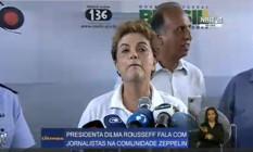 A presidente Dilma Rousseff concede entrevista após ação de combate ao Aedes, no Rio Foto: Reprodução