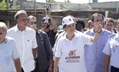 Presidente Dilma Rousseff participa da campanha ao lado do governador Luiz Fernando Pezão e do prefeito Eduardo Paes em Santa Cruz Foto: Marcelo Carnaval / Agência O Globo
