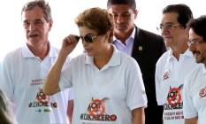 Dilma em visita à Sala Nacional de Coordenação e Controle de Combate ao Aedes aegypti, em Brasília Foto: Ailton de Freitas / Agência O Globo