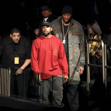 'I feel like Pablo': Kanye e seu entourage durante evento em Nova York Foto: ANDREW KELLY / REUTERS