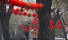 Chineses participam de uma feira durante as comemorações do Ano Novo Lunar, em Pequim. Foto: Ng Han Guan/AP