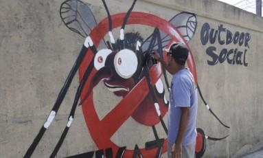 Campanha nacional contra o mosquito Aedes aegypti, transmissor do vírus da dengue, chicungunha e zika, realizada neste sábado no Rio Foto: Marcelo Carnaval / Agência O Globo