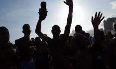 Foliões dançam ao som do bloco Bafafá Foto: Agência O Globo