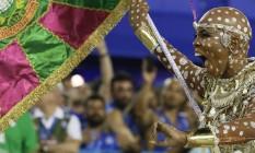 No carnaval que homenageou Maria Bethânia, ela encarnou uma iaô na avenida Foto: Pablo Jacob