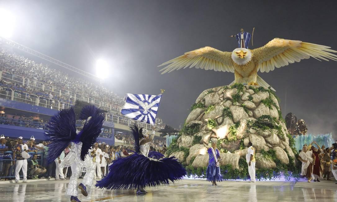 A Portela, de Paulo Barros, que ficou em terceiro lugar, trouxe a famosa águia Fabio Rossi / Agência O Globo