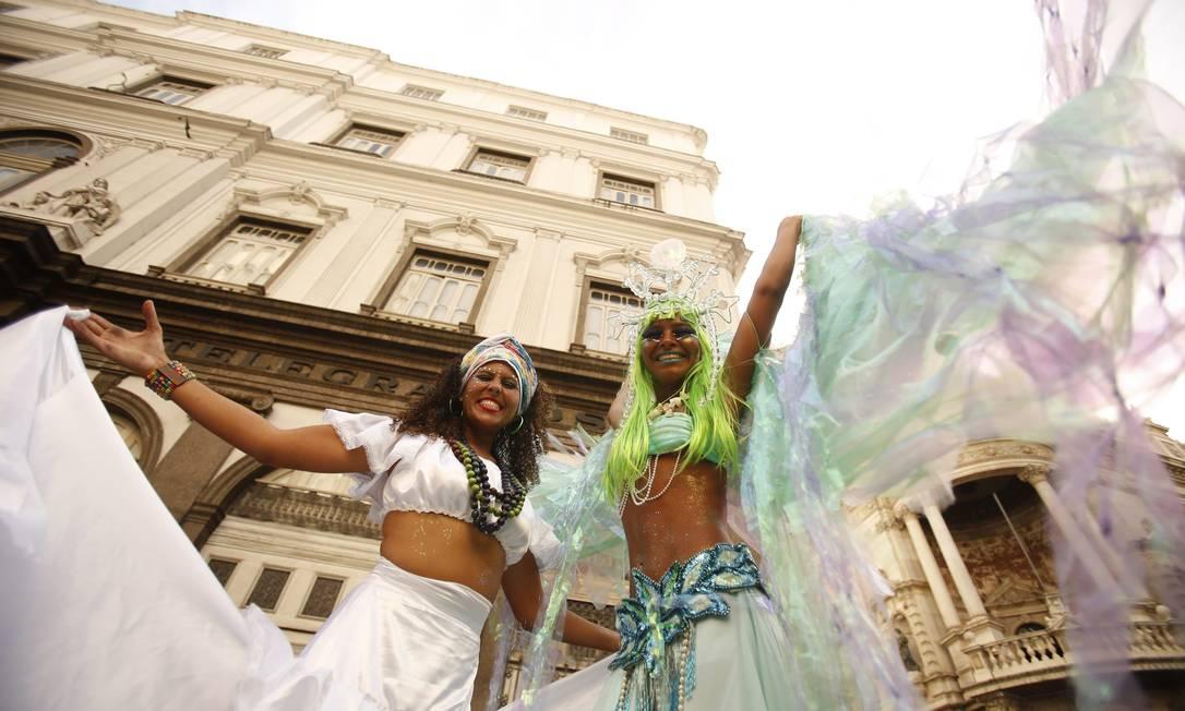 A alegria e beleza das pernaltas no desfile do Monobloco Guilherme Leporace / Agência O Globo