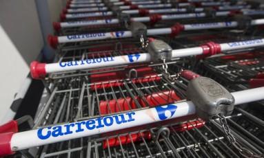 Carrinhos do Carrefour em loja na ilha de Chipre Foto: Andrew Caballero-Reynolds / Bloomberg