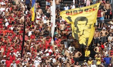 Torcedores do Flamengo na arquibancada de São Januário para o clássico contra o Vasco Foto: Marco Antônio Rezende/O Globo