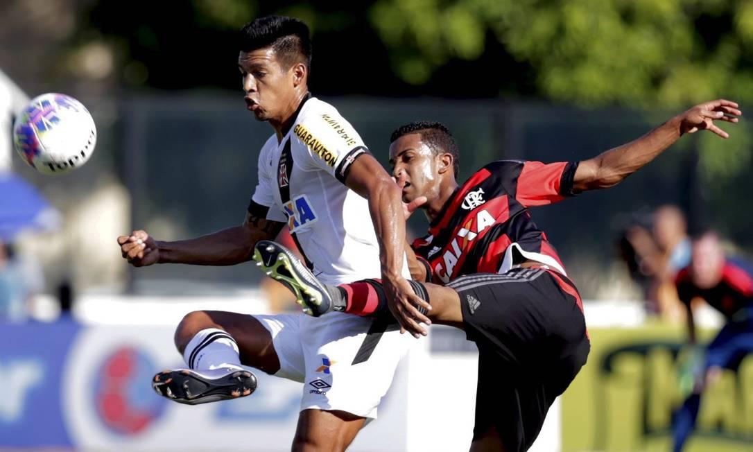 Vasco e Flamengo fazem o primeiro clássico do futebol carioca em 2016 Marcelo Carnaval / Agência O Globo
