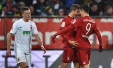 Thomas Müller e Lewandowski, os artilheiros do Bayern na partida Foto: CHRISTOF STACHE / AFP