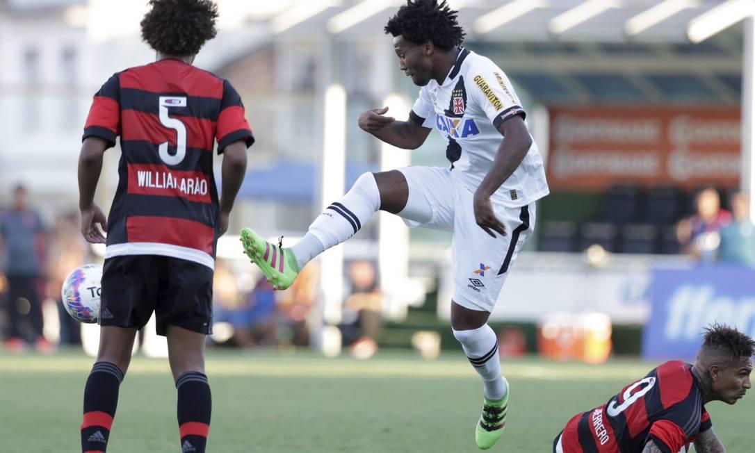 O zagueiro foi o herói do jogo ao marcar o gol da vitória no clássico Marcelo Carnaval / Agência O Globo