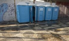 Banheiros químicos instalados para o carnaval na Central do Brasil Foto: O Globo (10/02/2016) / Mácia Foletto