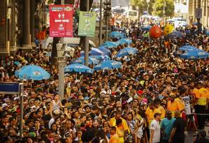 Prepara. Bloco da cantora Anitta, no Centro, fez parte do circuito oficial e foi um dos 350 patrocinados pela Antarctica Foto: Guilherme Leporace / Agência O Globo
